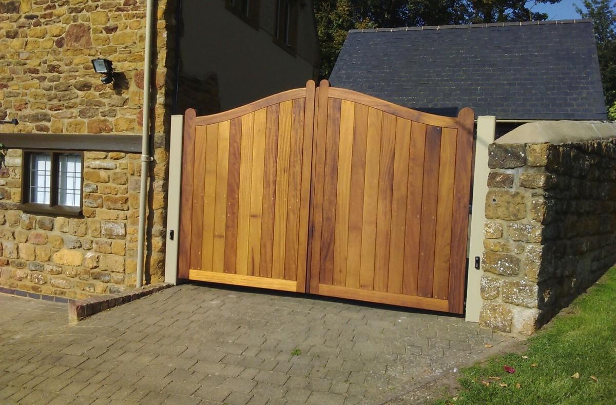 Wooden Gates 70 - TPS Electric Gates