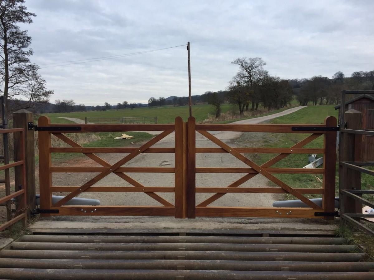 Wooden Gates 67 - TPS Electric Gates