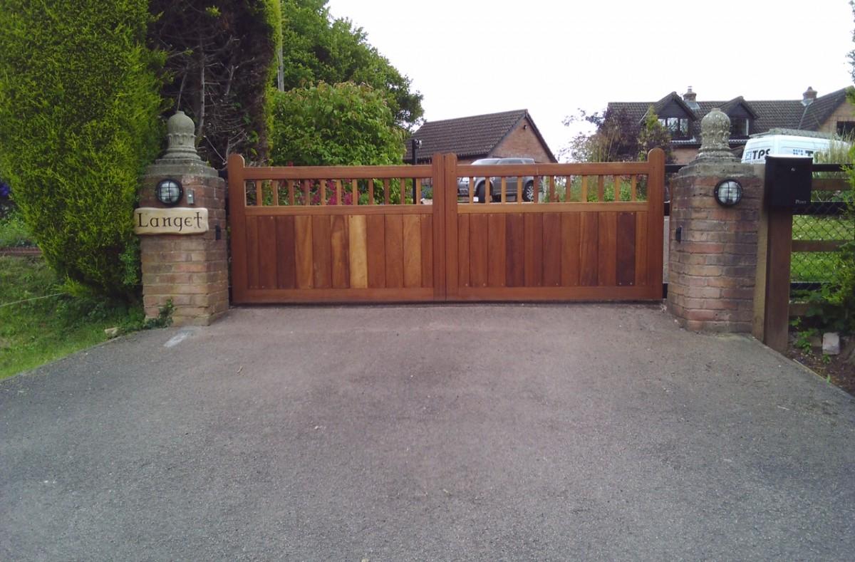Wooden Gates 50 - TPS Electric Gates