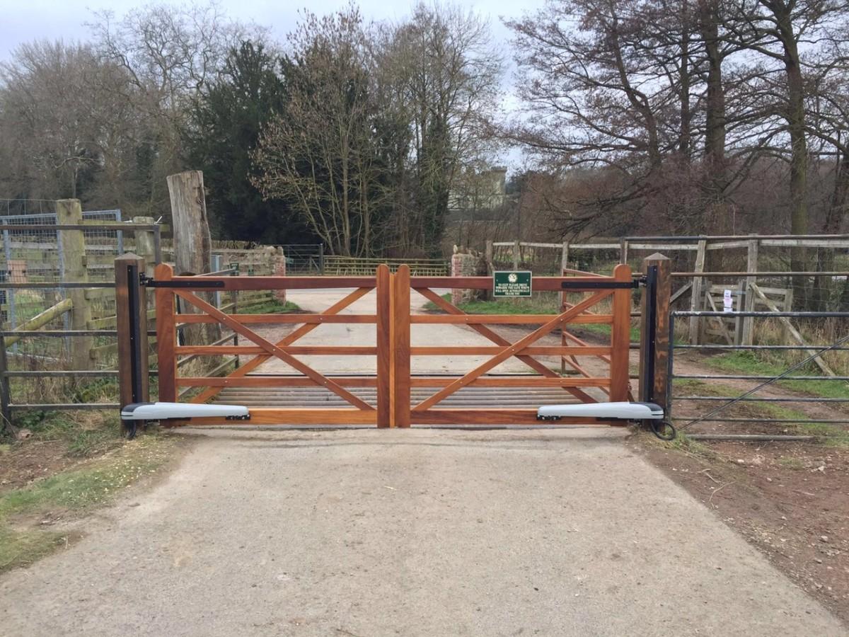 Wooden Gates 45 - TPS Electric Gates