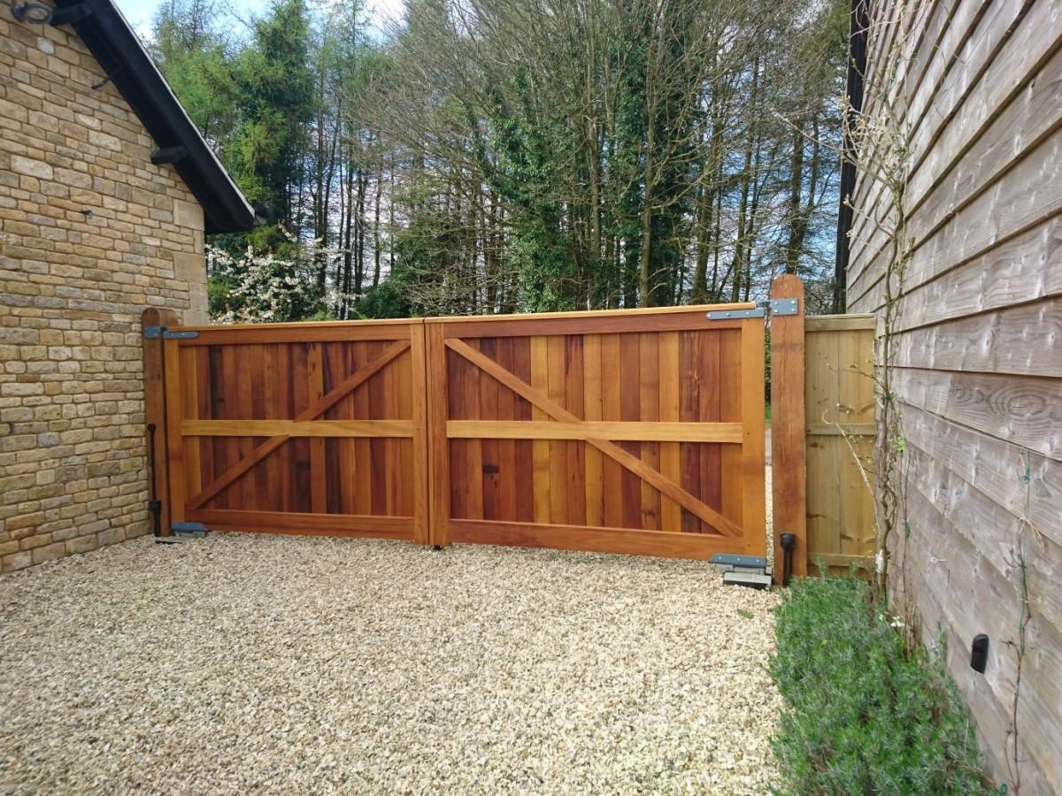Wooden Gates 30 - TPS Electric Gates
