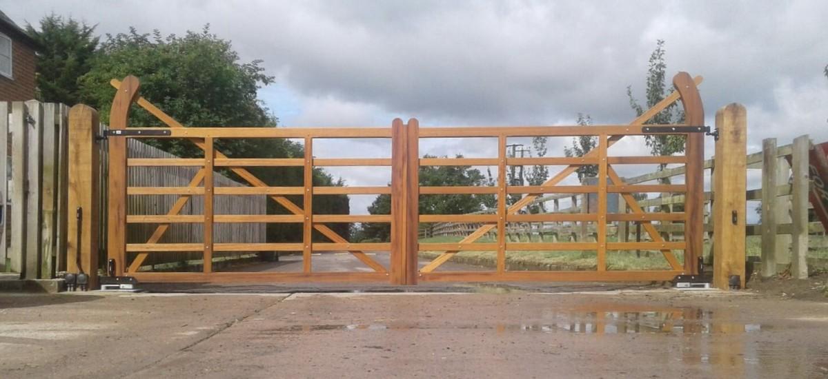 Wooden Gates 28 - TPS Electric Gates
