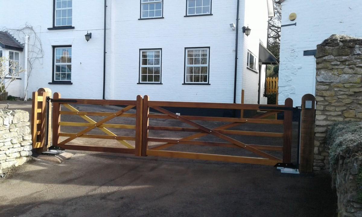 Wooden Gates 23 - TPS Electric Gates