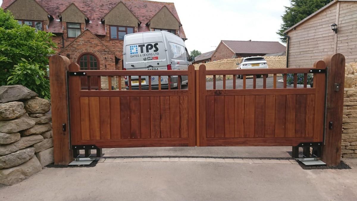 Wooden Gates 14 - TPS Electric Gates