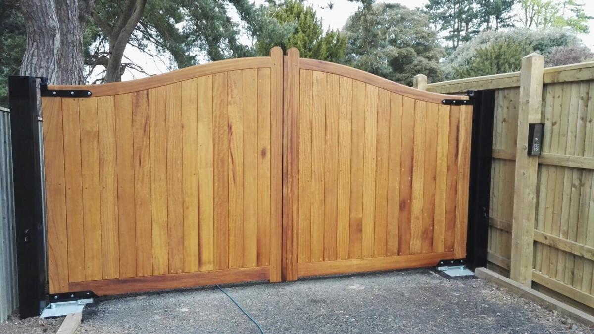 Wooden Gates 10   TPS Electric Gates