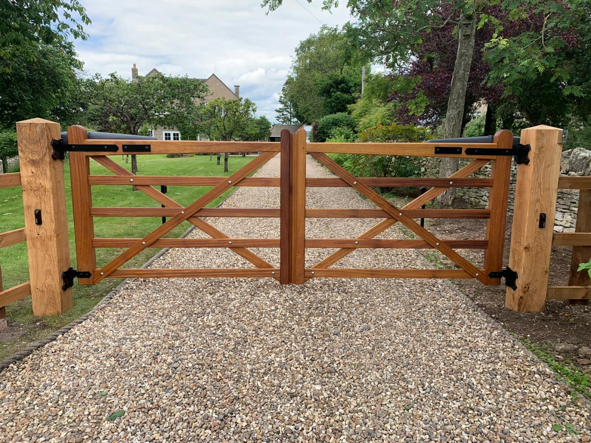 Wooden Gates   TPS Electric Gates